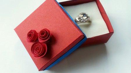 Как да си направим оригами кутийка за пръстен